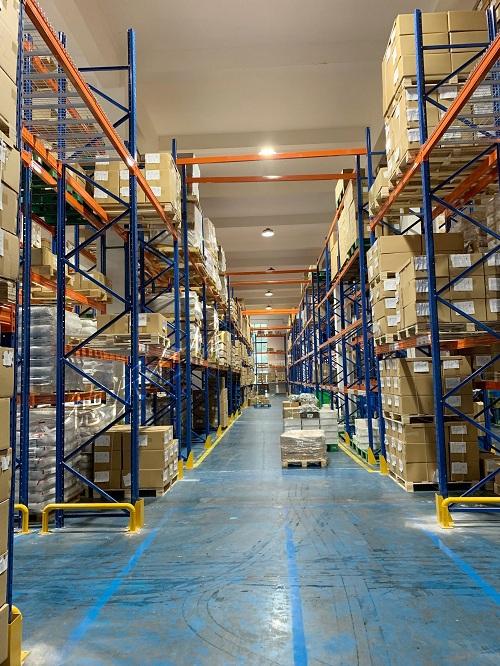 宁波市高新区聚贤路工业园重型货架每层载重800KG重型仓库货架